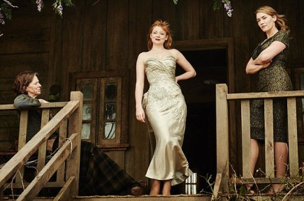 2912b34c00000578-3096838-sneak_peek_a_new_image_from_the_dressmaker_which_stars_kate_wins-m-3_1432613613472